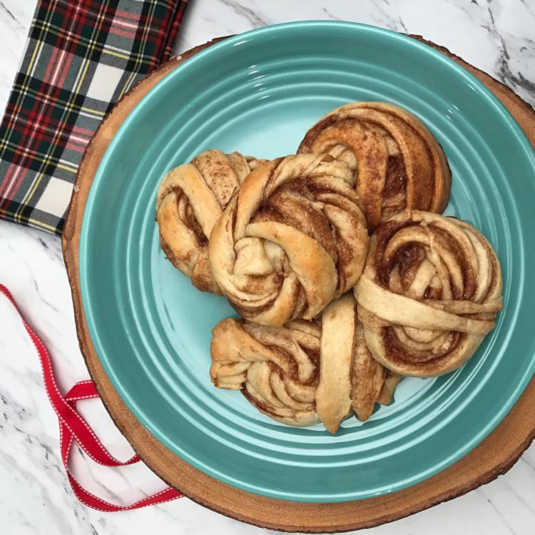tovolo-anelbullar-swedish-cinnamon-rolls-square